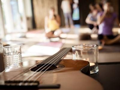 Yin & Yang & Guitar