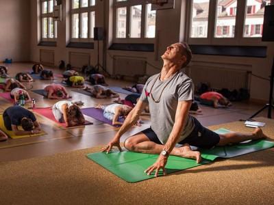 Art of Teaching: Yoga Assists