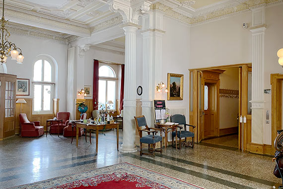 Schweizerhof Lobby